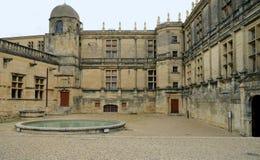 Yarda interior del castillo de Grignan fotografía de archivo libre de regalías