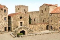 Yarda interna de Château Royal de Collioure, el Rosellón, Francia imagenes de archivo