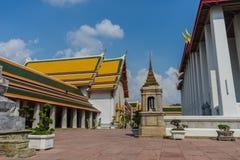 Yarda interna en Wat Pho Kaew, Bangkok, Tailandia Fotografía de archivo