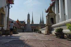 Yarda interna en Wat Pho Kaew, Bangkok, Tailandia Imagenes de archivo