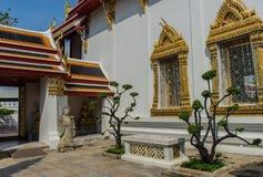 Yarda interna en Wat Pho Kaew, Bangkok, Tailandia Fotos de archivo