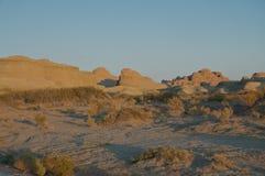 Yardangs dans le coucher du soleil Image libre de droits