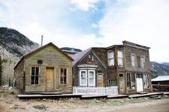 Yards Häuser, in denen 20 Jahre nicht bewohnt werden stockfotografie