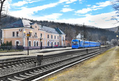 Yaremchestation Het landschap van de Karpaten Stock Foto's