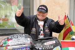 Yarets -做一次世界旅行的第一个聋人在摩托车 免版税库存照片