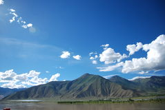 Blue sky and white clouds Brahmaputra side. This is the beauty of the Yarlung Zangbo River in Tibet Royalty Free Stock Photos