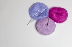 Yarn balls with knitting needles Stock Photography