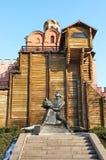 yaroslav золотистой статуи строба велемудрое Стоковая Фотография