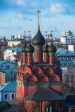 yaroslavl Εικόνα της αρχαίας ρωσικής πόλης, άποψη από την κορυφή Όμορφα σπίτι και παρεκκλησι Στοκ φωτογραφία με δικαίωμα ελεύθερης χρήσης