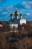 yaroslavl Εικόνα της αρχαίας ρωσικής πόλης, άποψη από την κορυφή Όμορφα σπίτι και παρεκκλησι Στοκ εικόνες με δικαίωμα ελεύθερης χρήσης