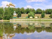 yaroslavl 1507 1533 χτισμένα υπόθεση έτη καθεδρικών ναών Ανάχωμα Kotoroslnaya Reflec Στοκ φωτογραφία με δικαίωμα ελεύθερης χρήσης