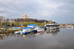 Yaroslavl berth on the background of the new Cathedral of the Dormition. Zolotoe ring of Russia Stock Photo