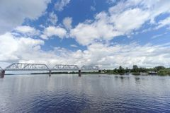 Yaroslavl, Rússia - 3 de junho 2016 Ponte Railway sobre o Rio Volga Imagem de Stock Royalty Free