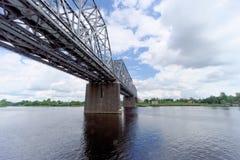 Yaroslavl, Rússia - 3 de junho 2016 Ponte Railway sobre o Rio Volga Foto de Stock