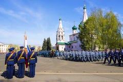 YAROSLAVL, 9 RUSLAND-MEI militaire parade ter ere van de overwinning Stock Fotografie