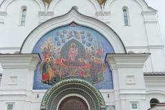 Yaroslavl, Russia - 3 giugno 2016 Pannello del mosaico sopra l'entrata alla cattedrale di presupposto Fotografie Stock Libere da Diritti