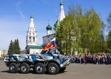 YAROSLAVL, RUSSIA-MAY 9 militarna parada na cześć zwycięstwo Zdjęcie Stock
