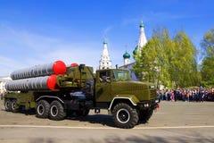YAROSLAVL, RUSSIA-MAY 9 militarna parada na cześć zwycięstwo Zdjęcia Stock