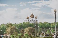 Yaroslavl Ryssland - Maj 8, 2017: Antagandedomkyrka av den ryska ortodoxa kyrkan, Yaroslavl Royaltyfri Foto