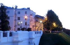 Yaroslavl, Volga-Damm, Flussbahnhofsgelände Nach Sonnenuntergang, stockfotos