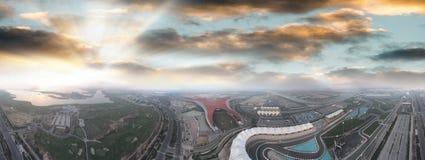 Yas-Insel, Abu Dhabi Panoramische Vogelperspektive von Hauptmarksteinen a Lizenzfreie Stockfotos