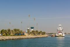 Yas Island/UAE 2017年11月14日:Yas海岛的,阿布扎比Yas小游艇船坞 免版税库存图片