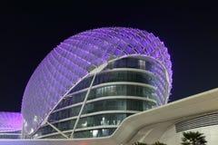 Yas Marina Hotel przy noc obrazy stock