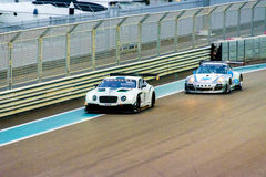 Yas Marina Racing Circuit Sports Car die in Abu Dhabi rennen Royalty-vrije Stock Afbeeldingen