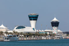 Yas Marina Tower i Abu Dhabi Royaltyfri Foto