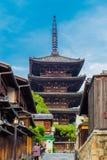 Yasaka нет к дню Киото туристов пагоды переднему Стоковые Изображения