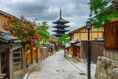 Yasaka pagod och Sannen Zaka gata i morgonen, Kyoto, Japan Royaltyfri Bild
