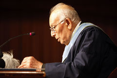 Yasar Kemal imagenes de archivo