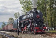 Yasinya, Ukraine - 29. August 2016: Alte sowjetische Lokomotive an der Station Yassin Stockbilder