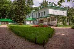 Yasnaya Polyana, Tula, Ryssland - Juni, 2016 Hus av Leo Tolstoy arkivfoton