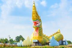 Yasothon,泰国- 2017年5月6日:娜卡地标雕象与a的 免版税图库摄影