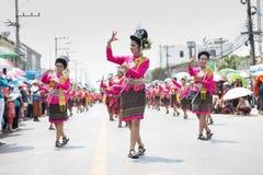YASOTHORN, THAI-MAY 16 :未认出的舞蹈家执行在泰国D 免版税库存照片