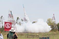 YASOTHORN, ТАЙСКИЙ 15-ОЕ МАЯ: Ракета взлет сделанный на федеральном запрете Стоковые Фотографии RF