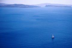 Yatch de la navegación en el viento Foto de archivo libre de regalías