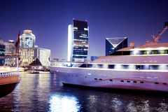 Yatch em Dubai Creek Foto de Stock Royalty Free