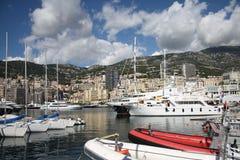 Yate amarrado en el acceso de Mónaco Fotografía de archivo libre de regalías
