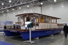 Yate-catamarán Ruptur en la expo del azafrán de la exposición en Moscú Fotos de archivo libres de regalías
