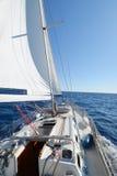 Yate de la navegación en la acción Foto de archivo libre de regalías