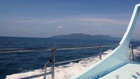 Yate de la navegación en verano almacen de metraje de vídeo