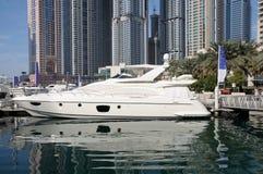 Yate de lujo del motor en Dubai fotos de archivo