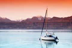 Yate en el lago Ginebra imagen de archivo libre de regalías