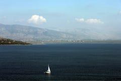 Yate en el mar Imagenes de archivo