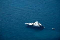 Yate en el mar adriático Imagen de archivo libre de regalías
