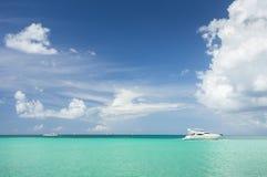 Yate en el mar del Caribe Foto de archivo libre de regalías