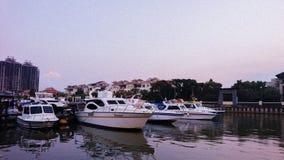 Yate en Marina Bay Jakarta fotografía de archivo