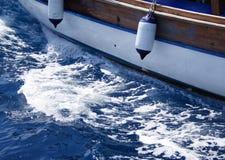 Yate que va al mar imagen de archivo libre de regalías